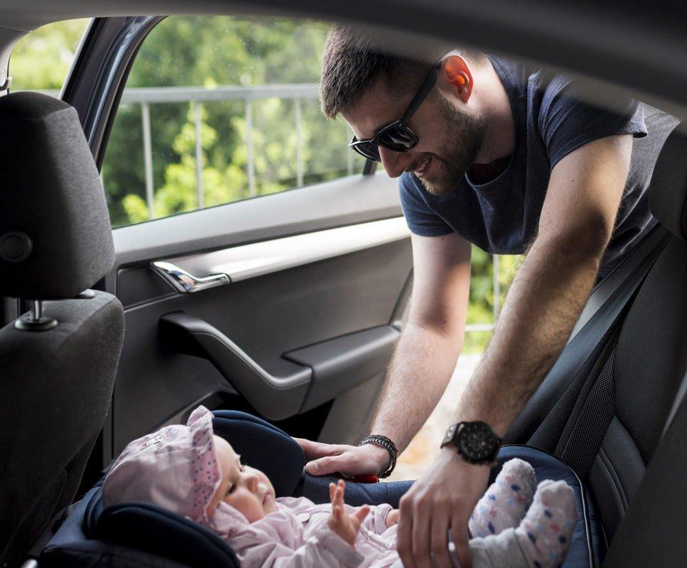 papa avec bébé