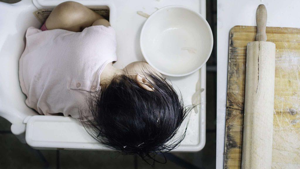 bébé dort aprés mangé