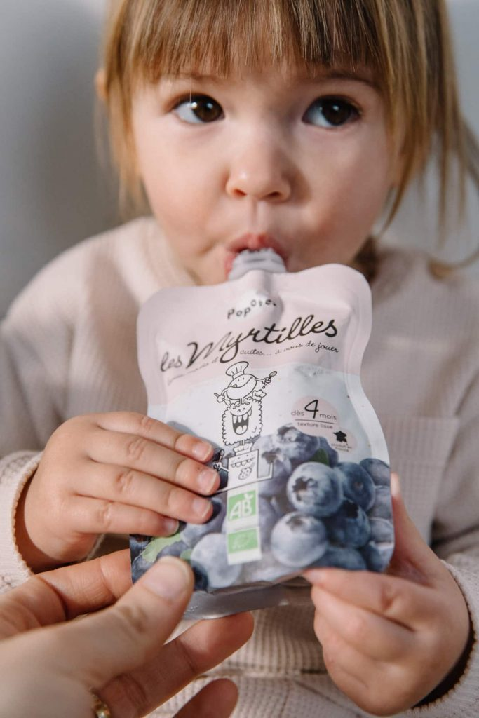 Bébé qui boit Popote
