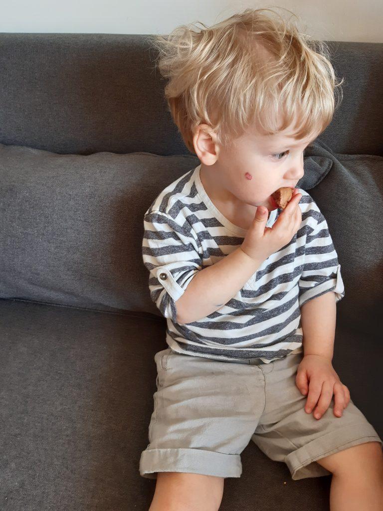 Enfant_mange_post_partum_ta_mere